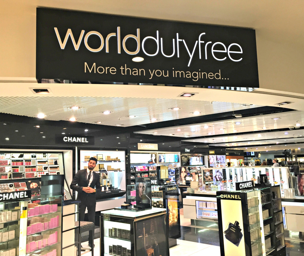 Shopping-at-World-Duty-Free-at-London-Heathrow-T5