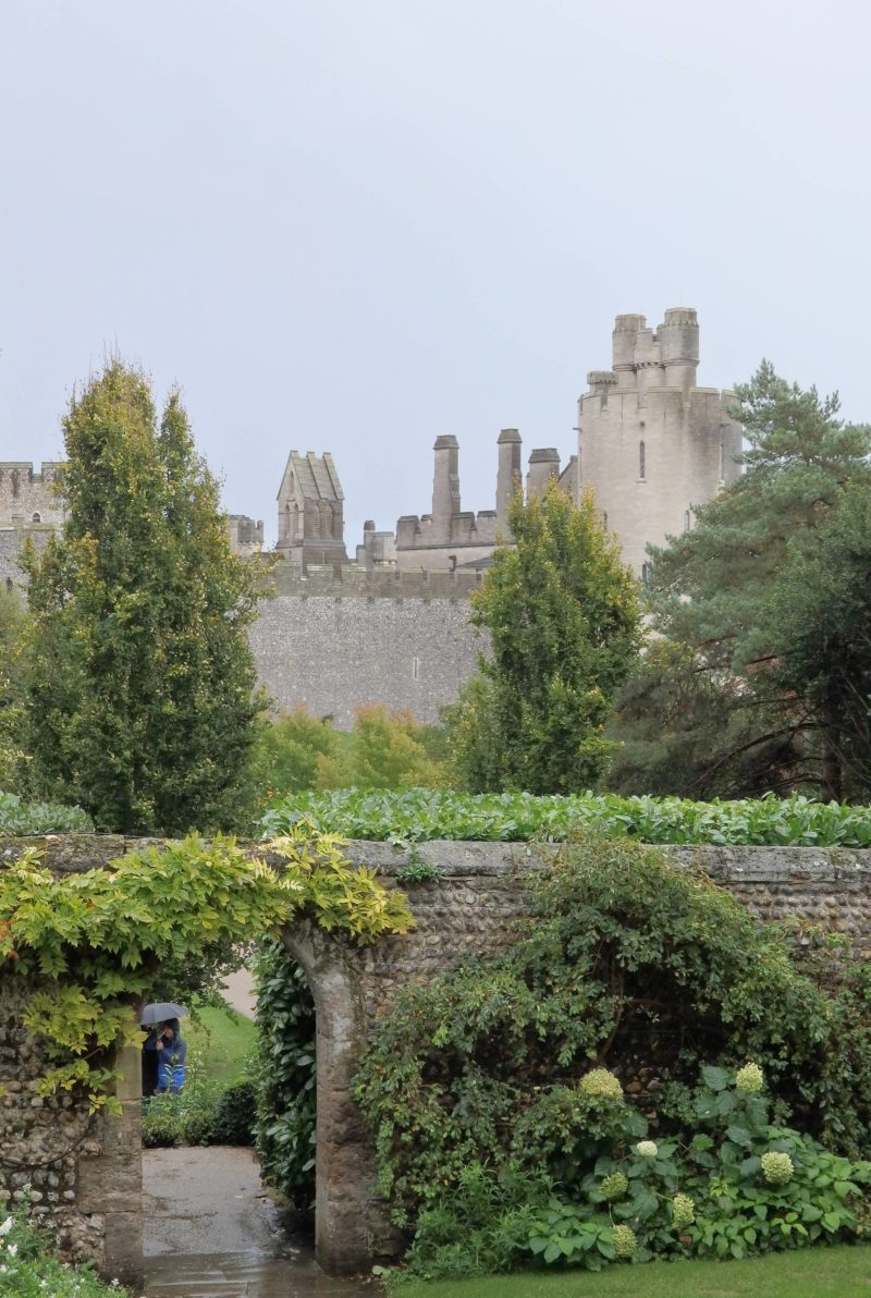 England Travel Inspiration - Arundel, West Sussex is a beautiful little town featuring a castle, a cathedral, pretty gardens, antique shops and many little tea rooms with gluten free options. Arundel is a very British town which almost feels like a village; add it to your wish list as if you're looking for places to go on day trips from London then this is it! Click to see more photos & my tips.