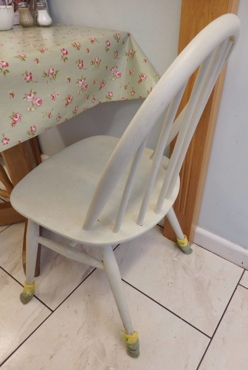 England Travel Inspiration - A Whistle Stop Visit to Hitchin & a very cute little gluten free spot to check out called Molly's Tea Room where the chairs wear socks! Warning: the images will make you drool. Pop over to the blog to see the chairs wearing socks at least!