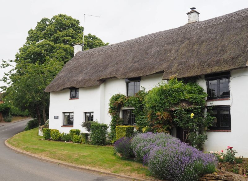 England Travel Inspiration - thatched cottage in Northamptonshire