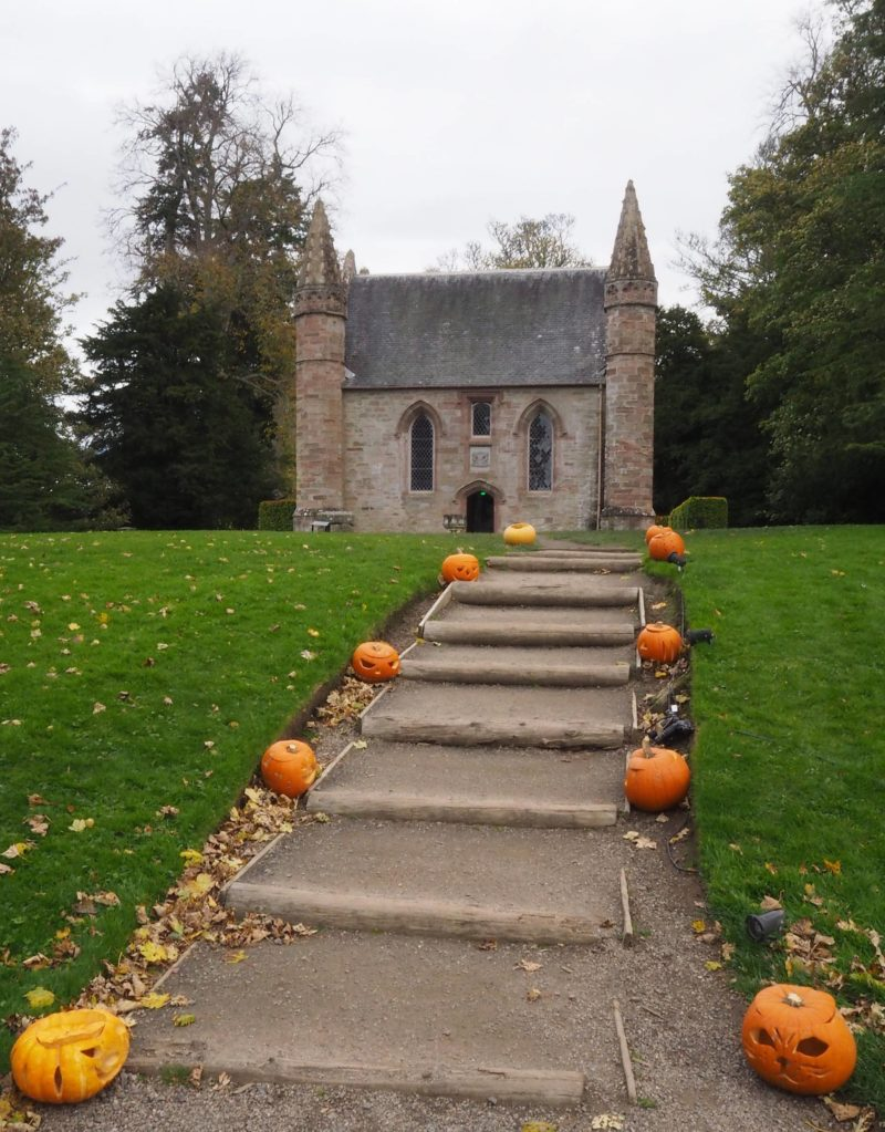 England Travel Inspiration - Scone Palace during Autumn in Scotland. Travel Memberships - Where I Spent my Money in 2017 & Where They Worth It?